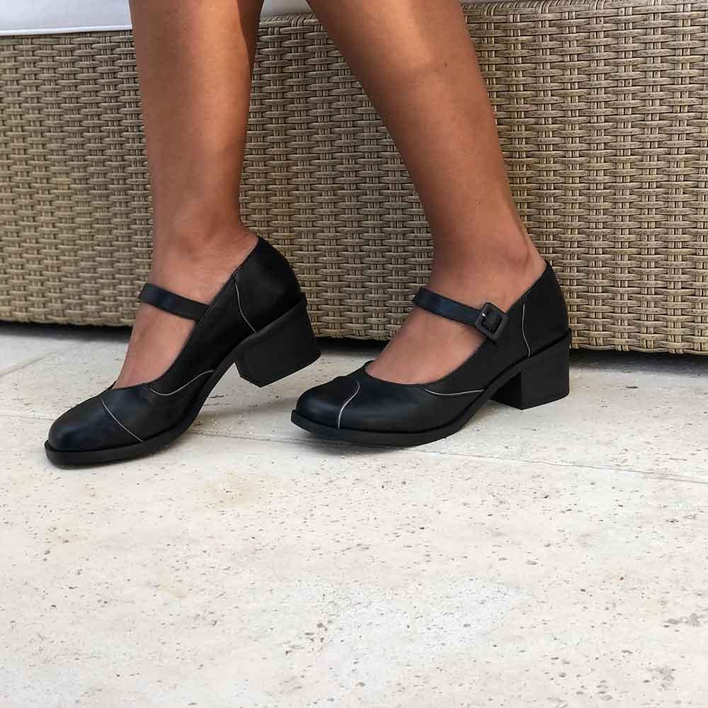 Sapato Boneca conforto bico redondo salto grosso baixo
