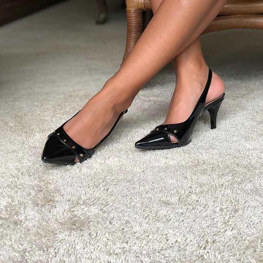 Sapato Chanel bico fino salto médio fino