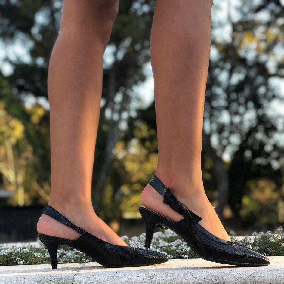 Sapato estilo Chanel Salto médio bico fino