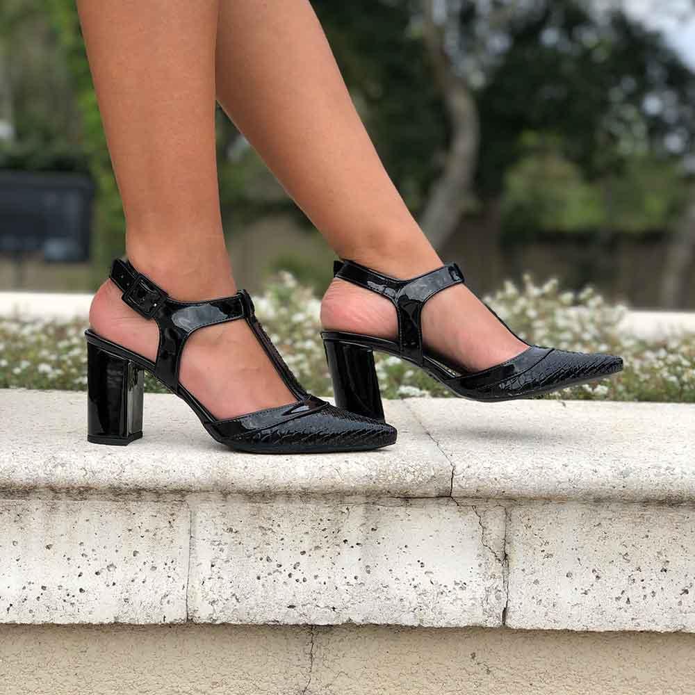 Sapato estilo Chanel Salto médio grosso bico fino