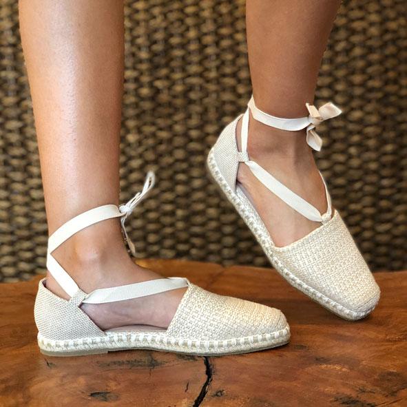 Sapato espadrille com amarração calcanhar