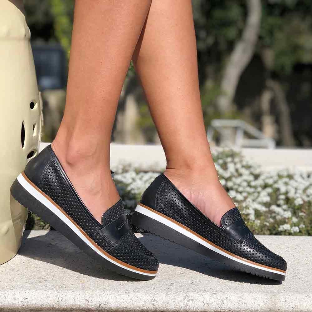 Sapato Mocassim bico fino c/ detalhes em laser