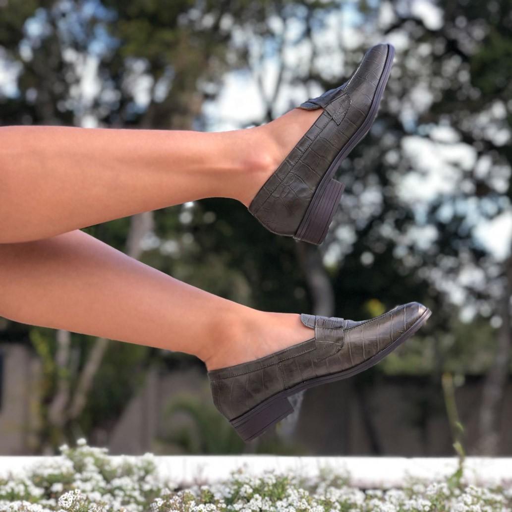 Sapato Mocassim bico fino salto baixo grosso