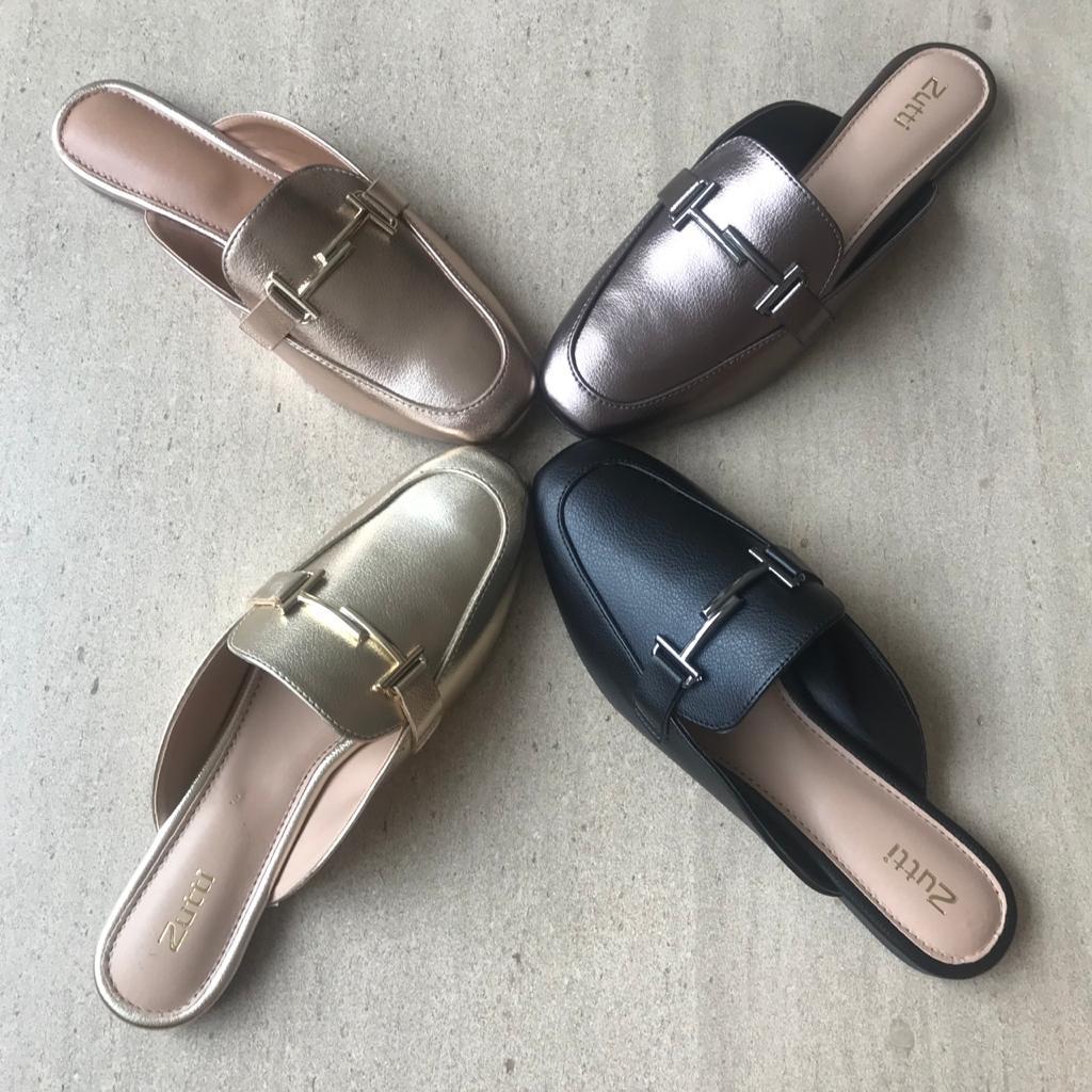 Sapato Mule bico quadrado c/enfeite em ouro