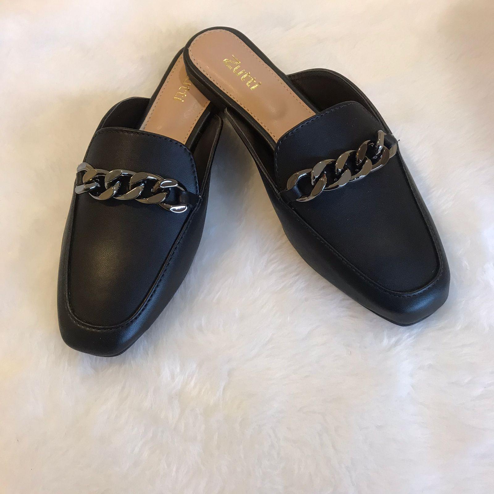 Sapato mule forma quadrada com apliques