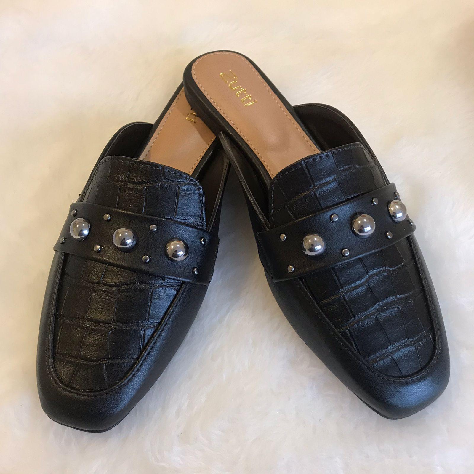 Sapato mule forma quadrada com detalhe corrente