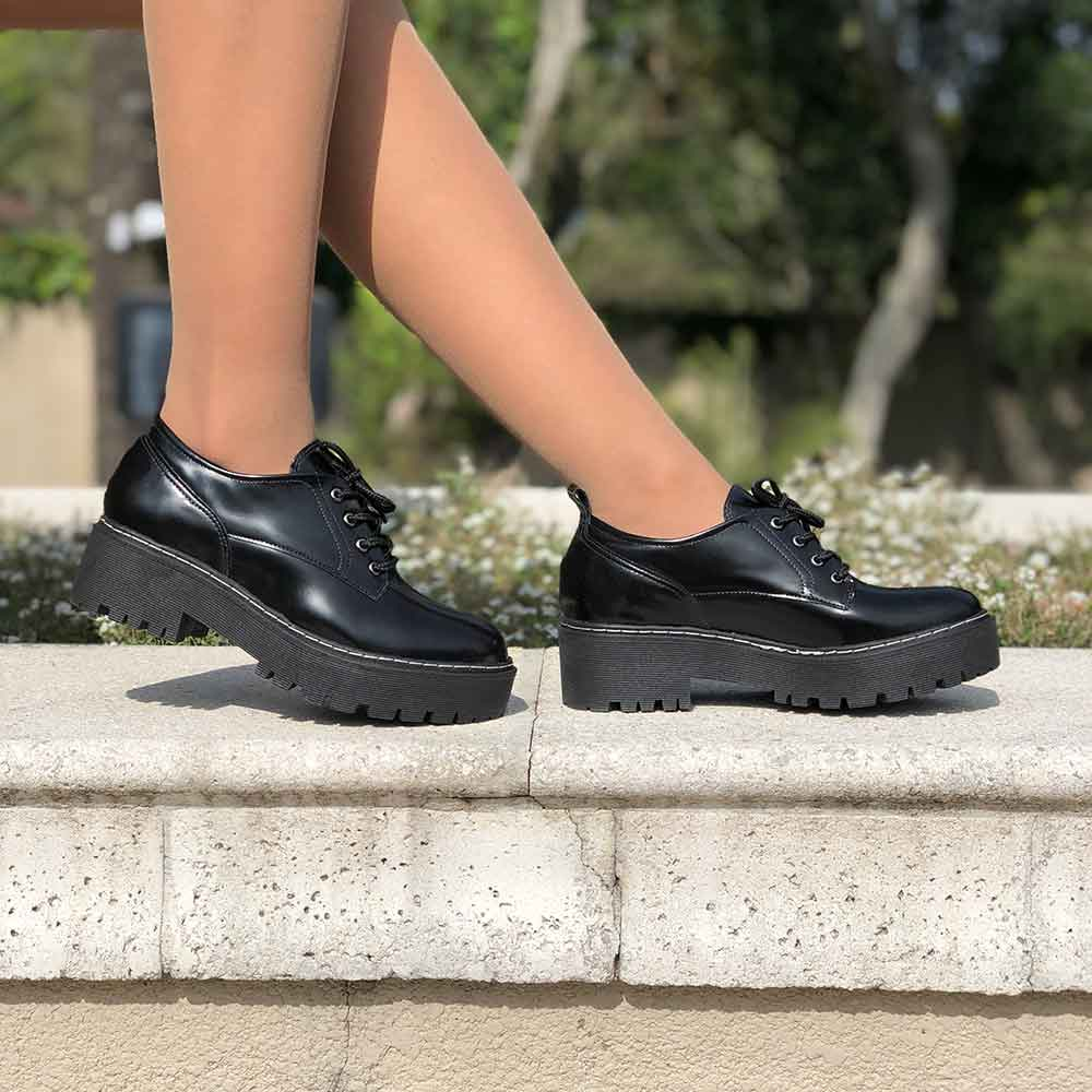 Sapato Oxford sola alta tratorado bico redondo