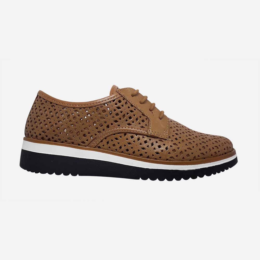 Sapato Oxford sola baixa bico fino c/ detalhes em laser