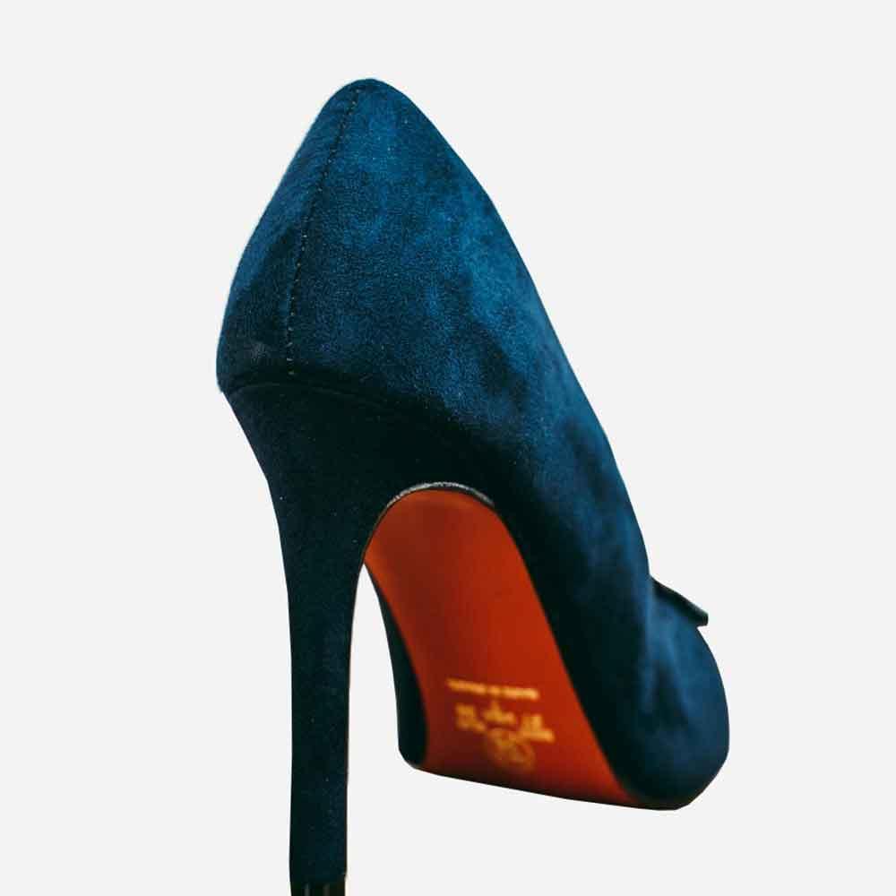 Sapato salto alto fino bico fino