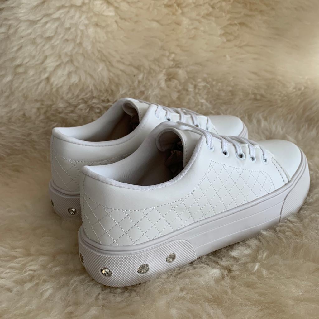 Sapato sapatênis bico redondo sola alta