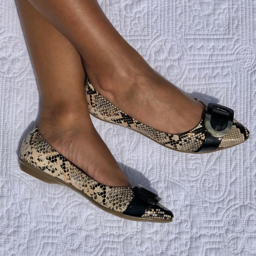 Sapato sapatilha bico fino c/ detalhe fivela