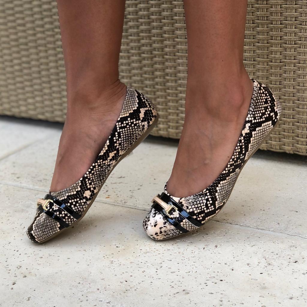 Sapato sapatilha bico quadrado com enfeite
