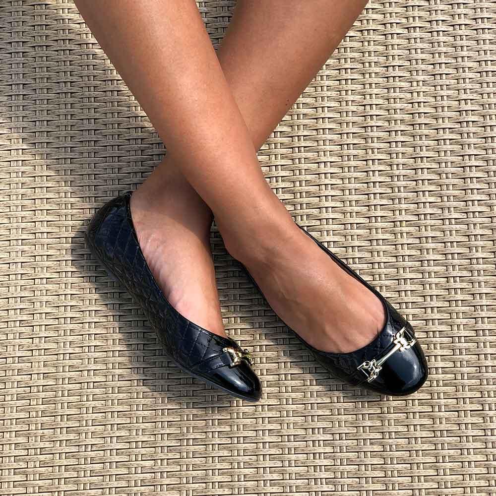 Sapato sapatilha bico redondo com enfeite