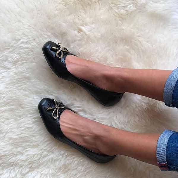 Sapato sapatilha bico quadrado com enfeite laço