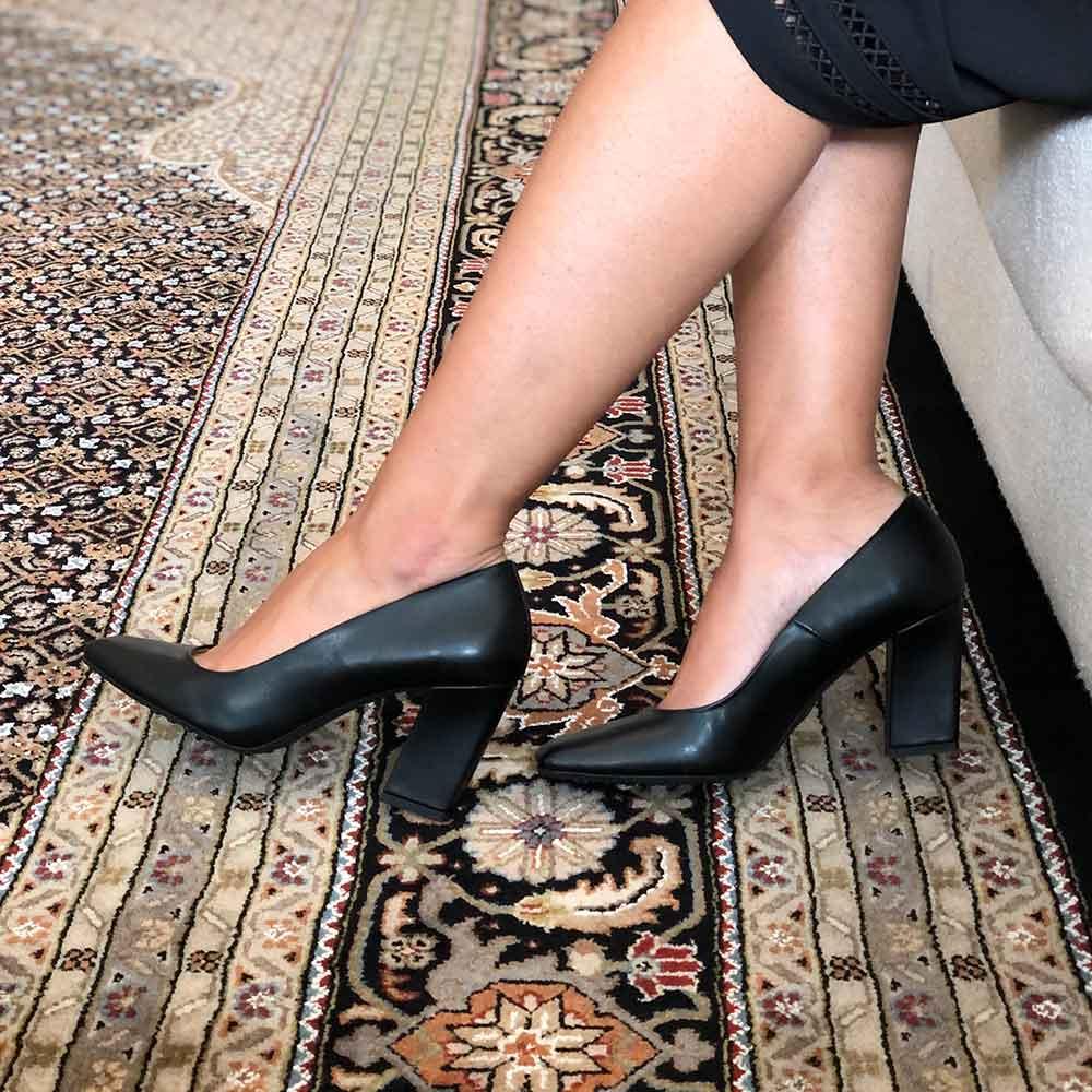 Sapato Scarpin bico quadrado salto grosso médio