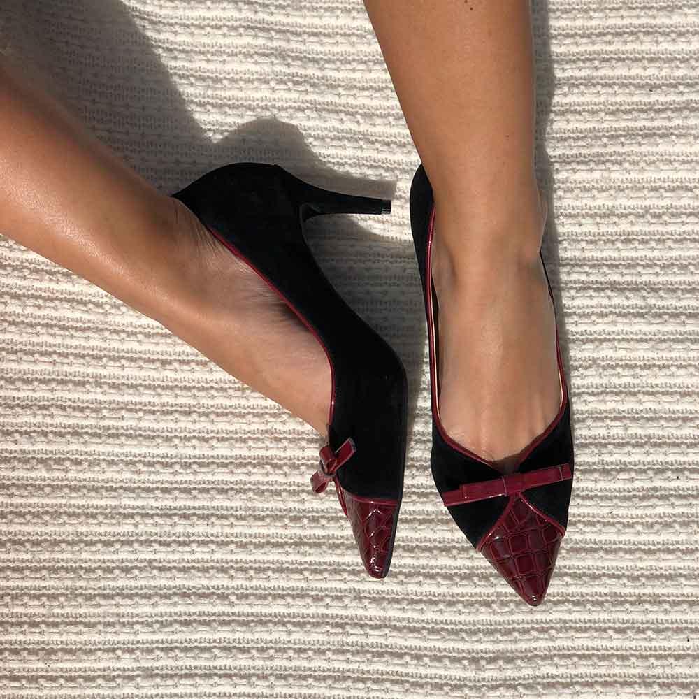 Sapato Scarpin Salto Alto Fino bico fino com detalhe laço