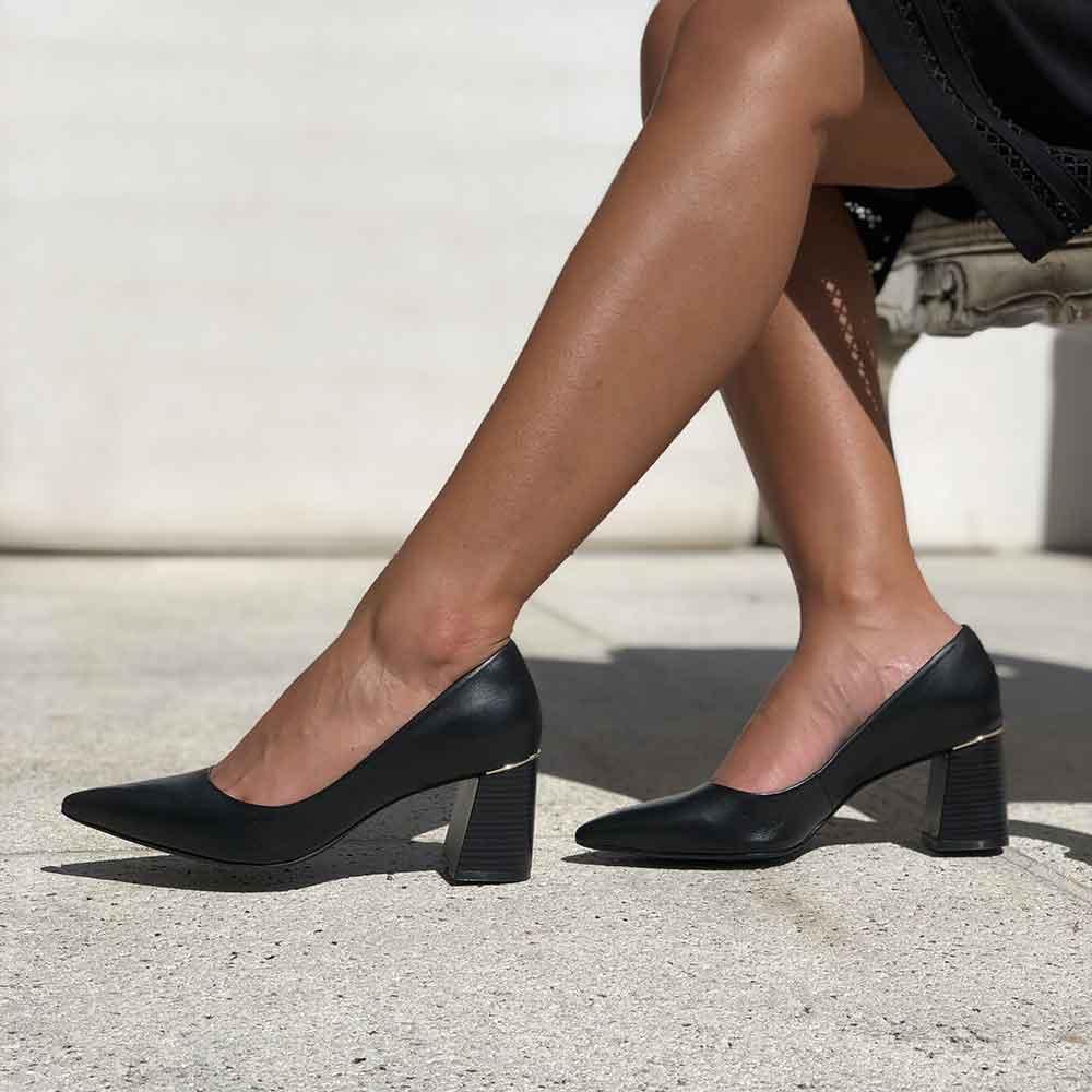 Sapato Scarpin salto grosso médio bico fino