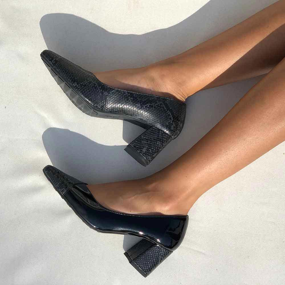 Sapato scarpin salto médio com bico fino