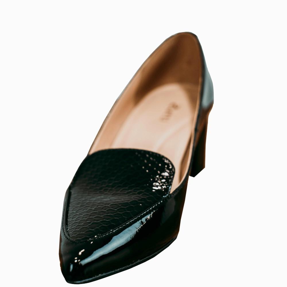 Sapato Scarpin salto médio grosso bico fino