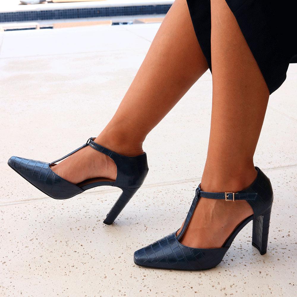 Sapato Scarpin salto médio retangular bico fino