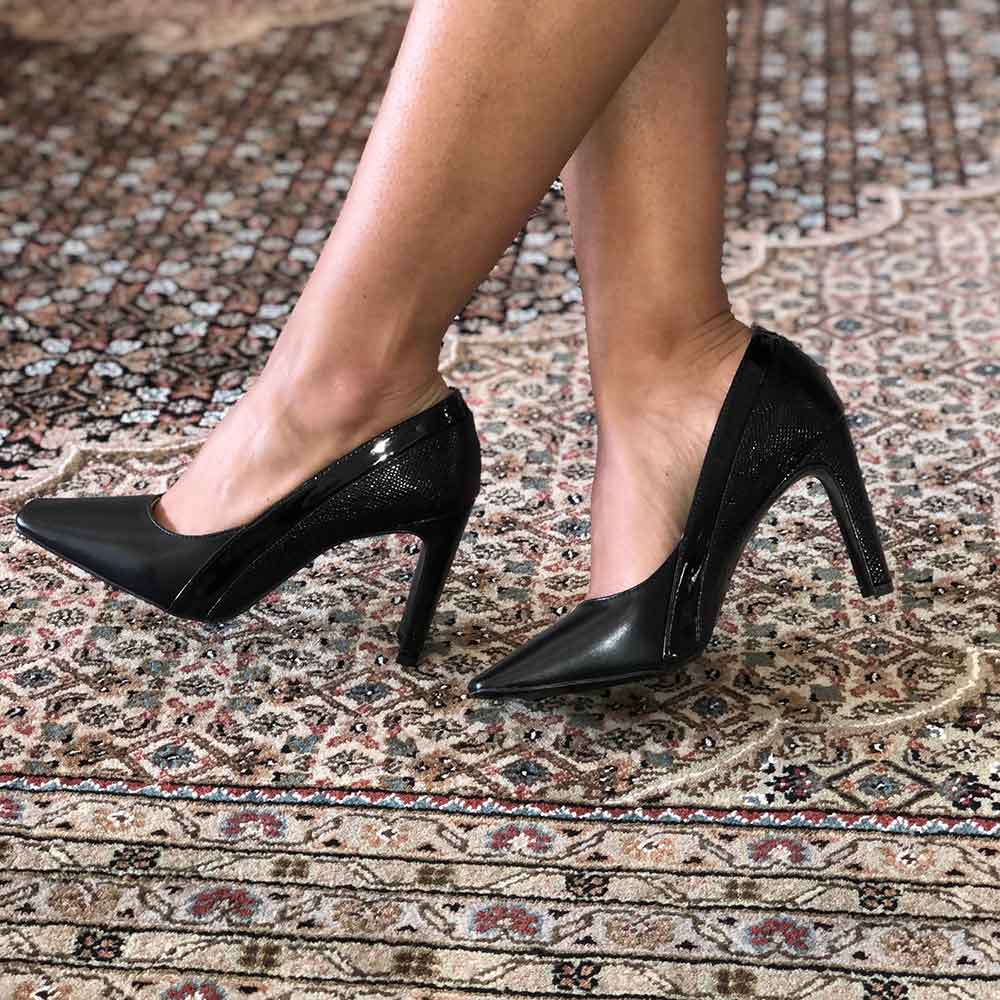 Sapato Scarpin salto retangular médio bico quadrado