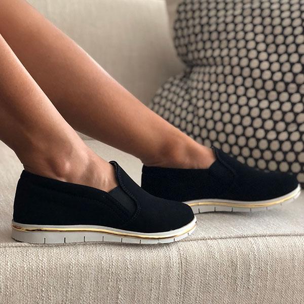 Sapato Slip On sola baixa bico redondo c/ detalhe dourado sola