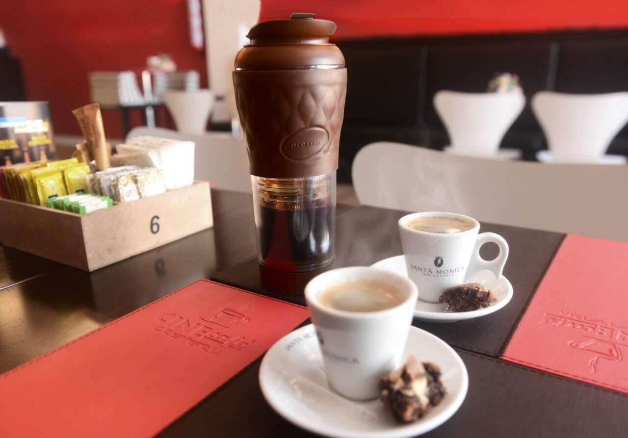 Cafeteira Pressca - Cafeteira Portátil - Cor Marrom - 350 ml