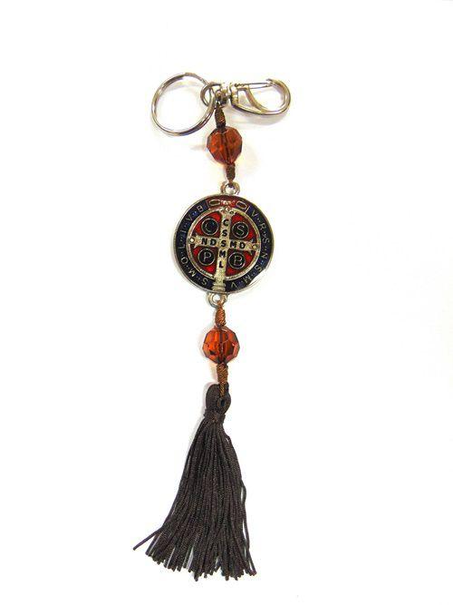 Chaveiro Mosquetão Prata com Medalha de São Bento Resinada e Pompom