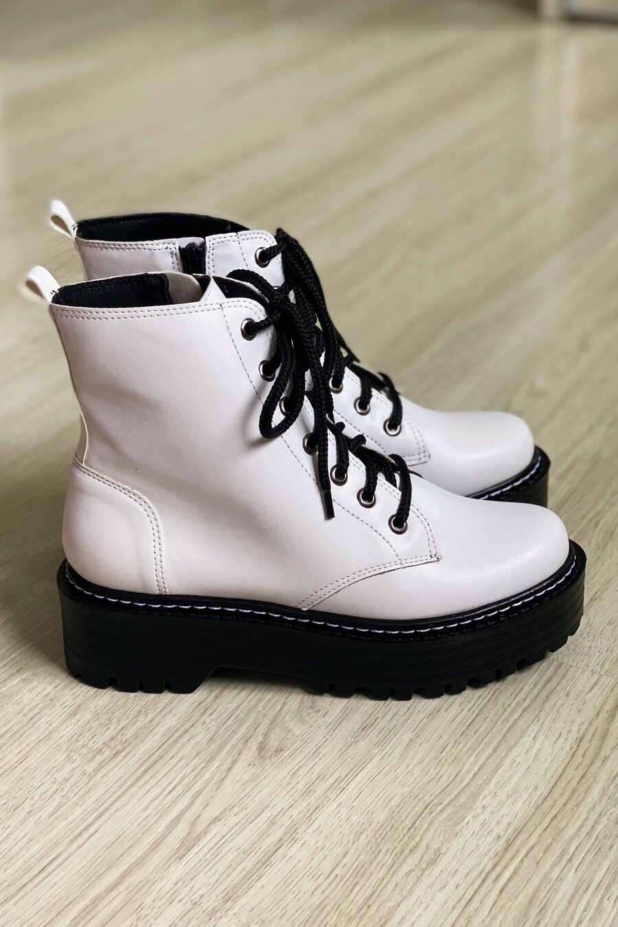 Bota Cindy White