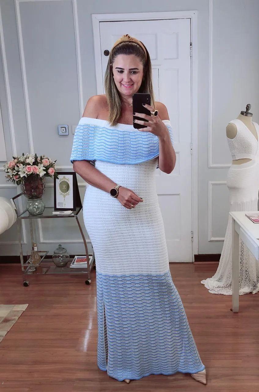 Vestido de Tricot Ciganinha Longo com Pala e Barra Azul