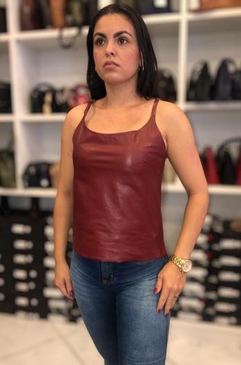 Regata em Couro Modelo Mary Vinho
