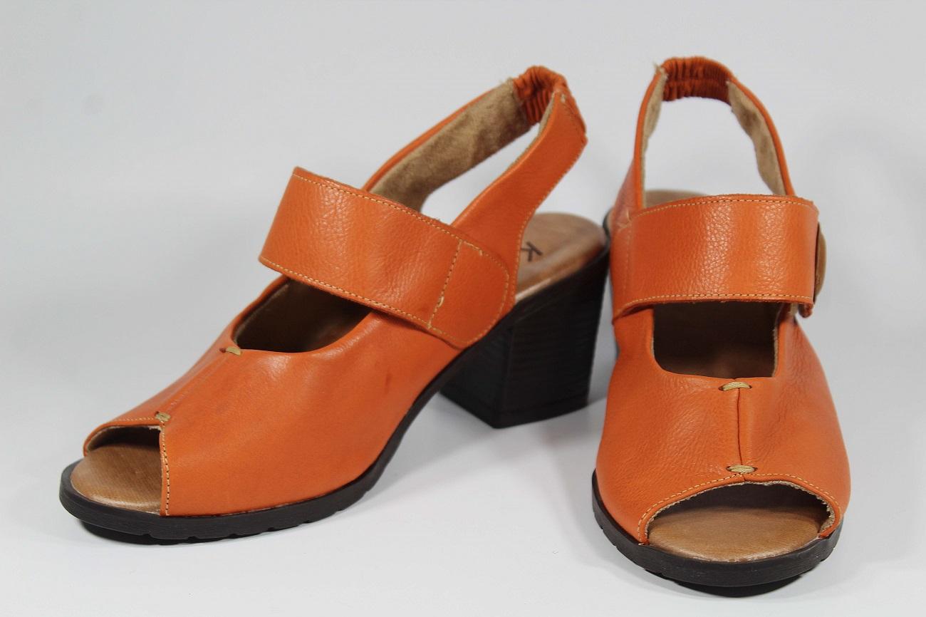 Sandália em Couro Laranja LD070