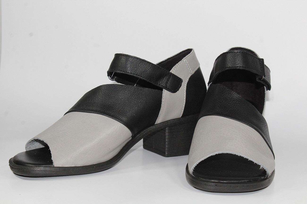 Sandália em Couro Preto/Cinza IB123