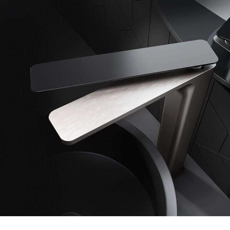 Misturador Monocomando Para Lavatório Acabamento Aço Escovado e Black Matte.