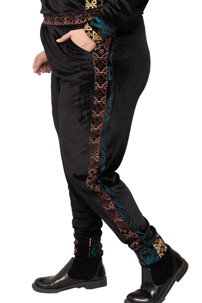 Calça de veludo com detalhes bordados preta