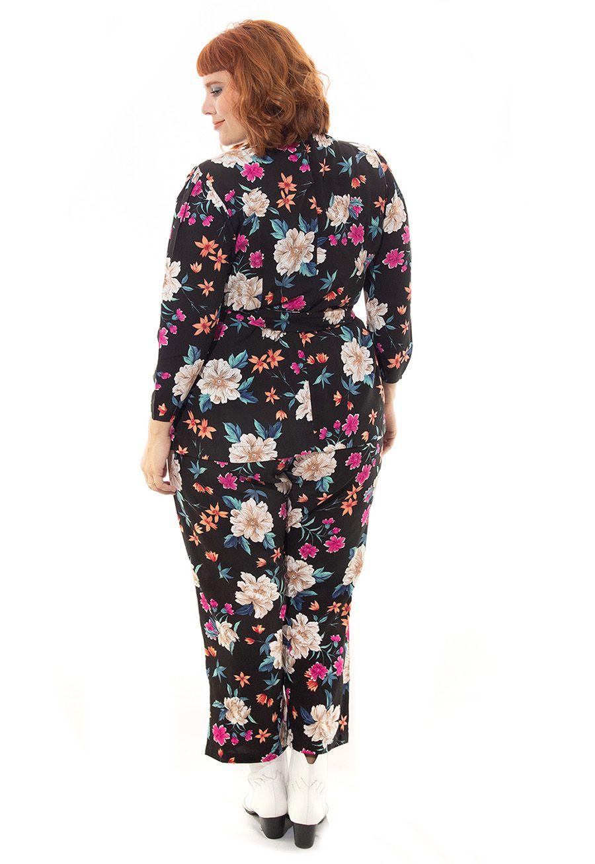 Calça Pantacourt Floral Plus Size Preta