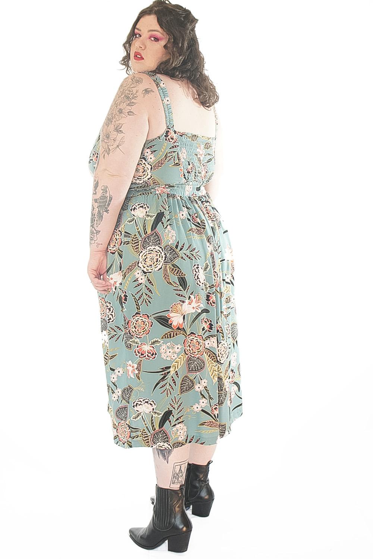 Vestido flores de verão turquesa plus size