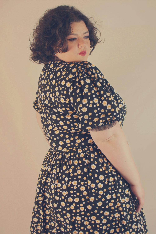 Vestido jardim de margaridas com tule
