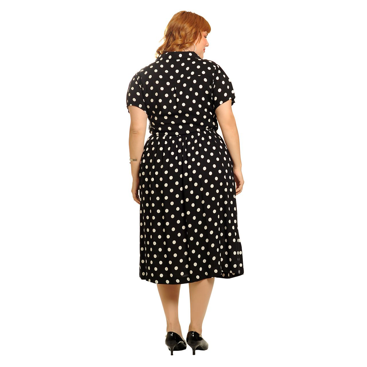 Vestido poá midi manga curta preto plus size