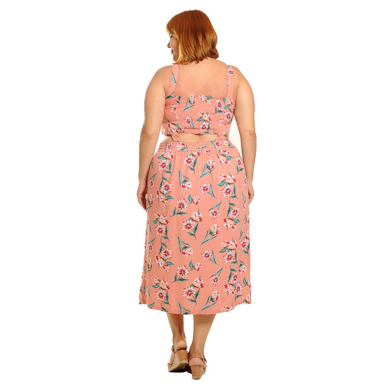 Vestido rosa peach floral com faixas na cintura plus size