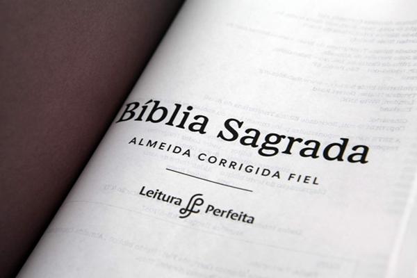 Bíblia   ACF - Leitura Perfeita - Cruz floral
