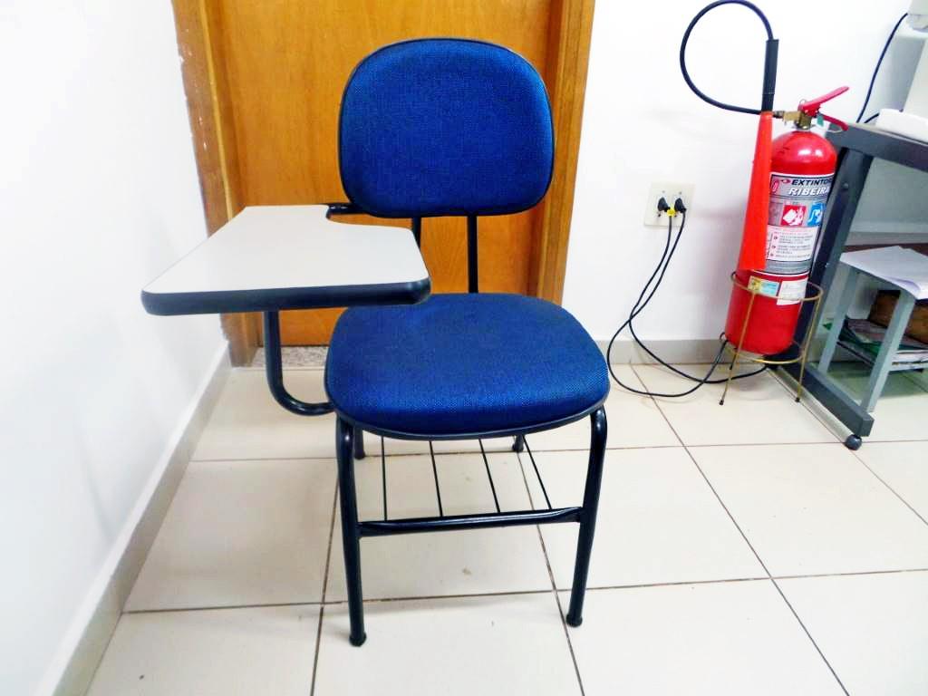 Cadeira Universitária Secretaria com Prancheta Fixa Base 4 Pés com Porta Livros - Azul