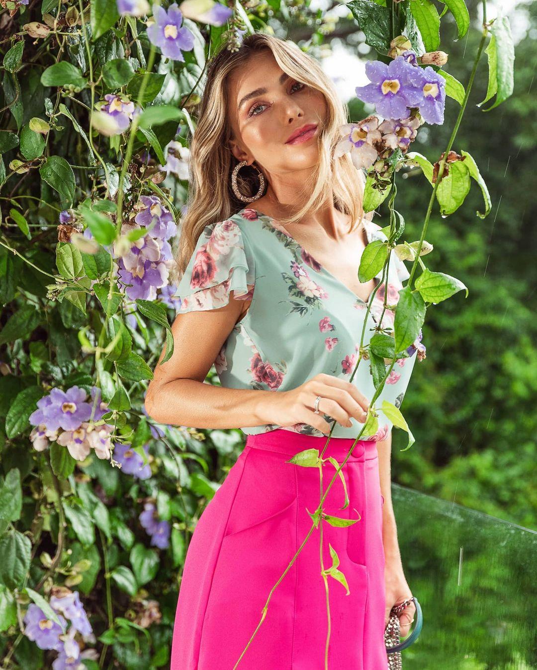 Blusa Chiffon Florido Decote V com Botões Doce Flor