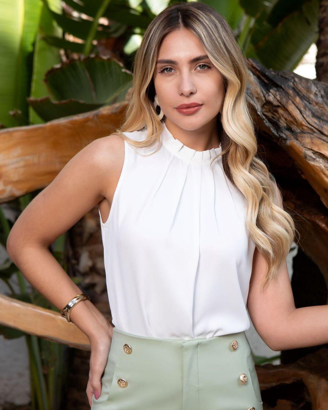 Blusa Regata Básica Crepe Gola Alta com Pregas Unique Chic