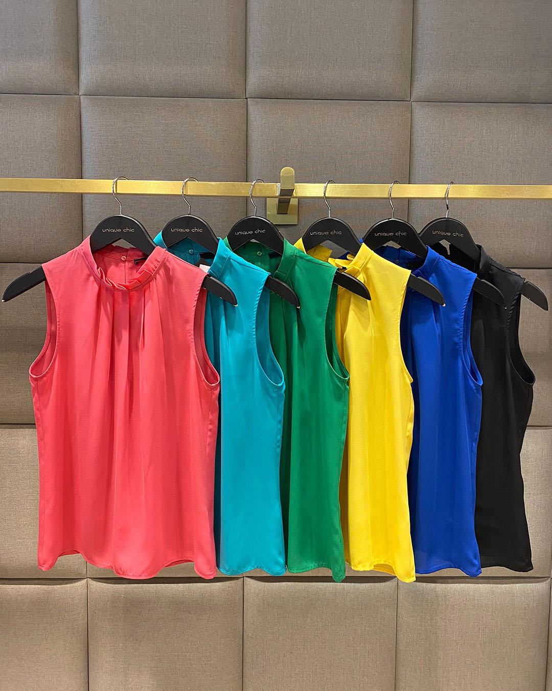 Blusa Regata de Crepe Gola Alta com Pregas Unique Chic
