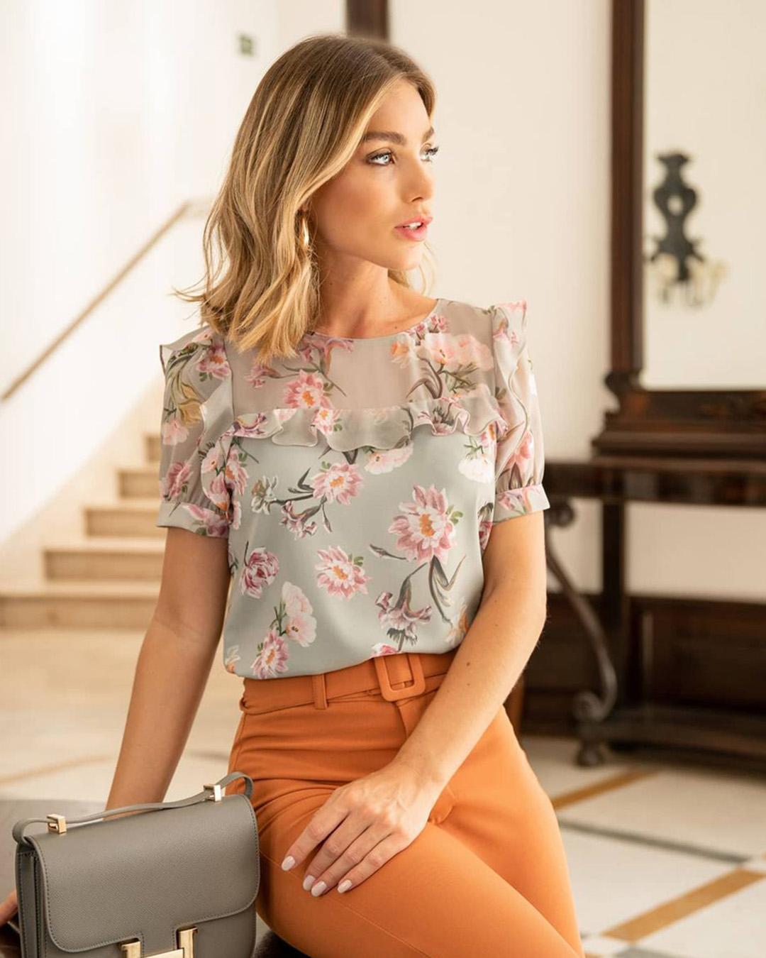 Blusa Social Crepe Floral com Babados e Manga Curta