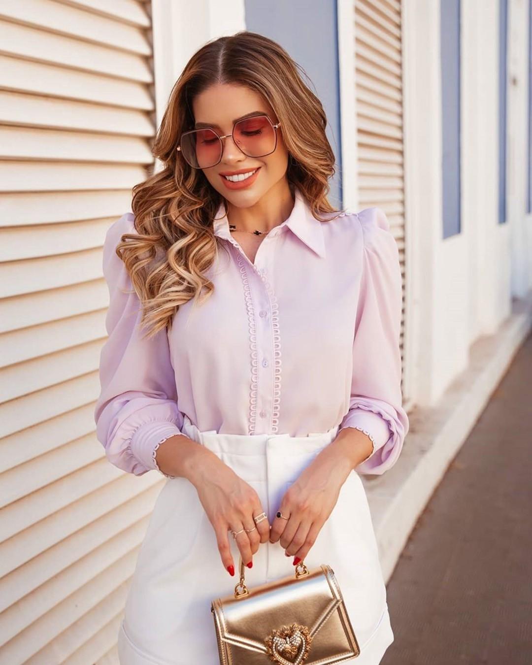 Camisa Feminina Manga Longa com Botões e Renda Doce Flor