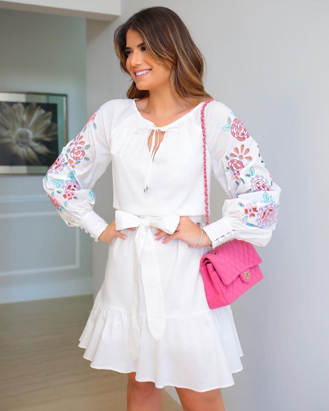 Vestido Branco Tricoline com Manga Bufante Bordada Rechelieu