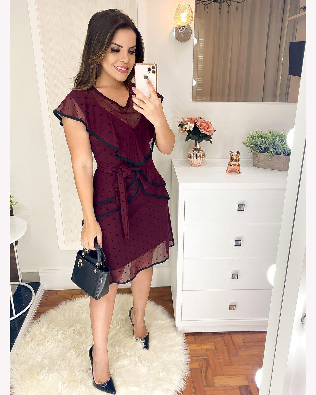 Vestido Evasê Tule de Poá com Folhos Vinho Az Irmãs