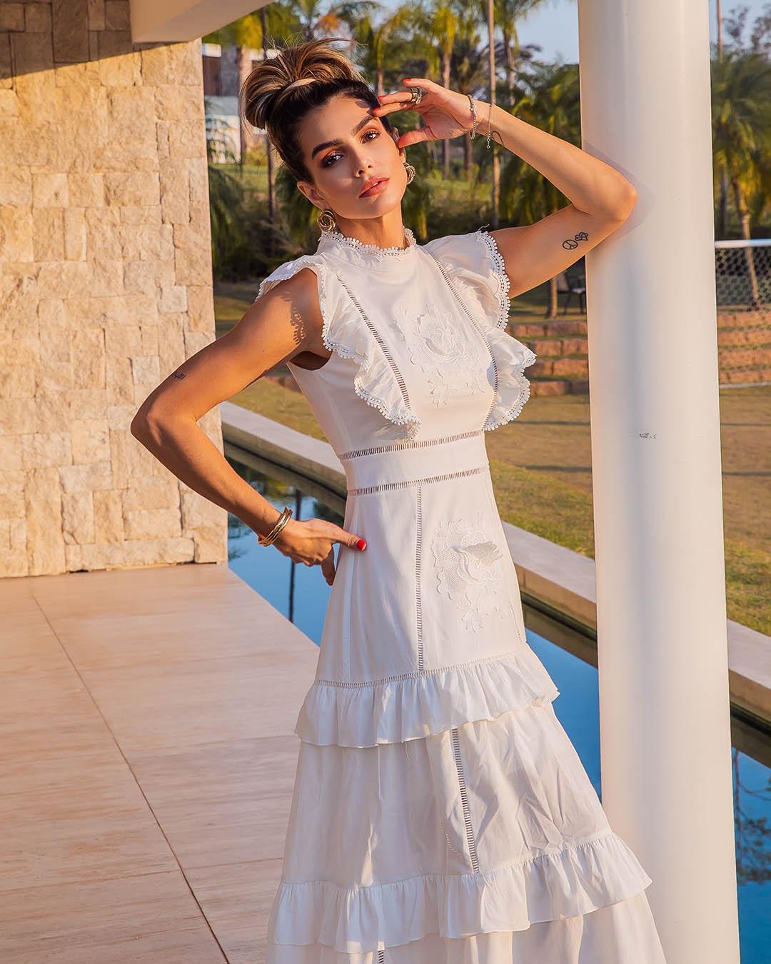 Vestido Maxi Midi com Marias Babados e Aplicação Guipir